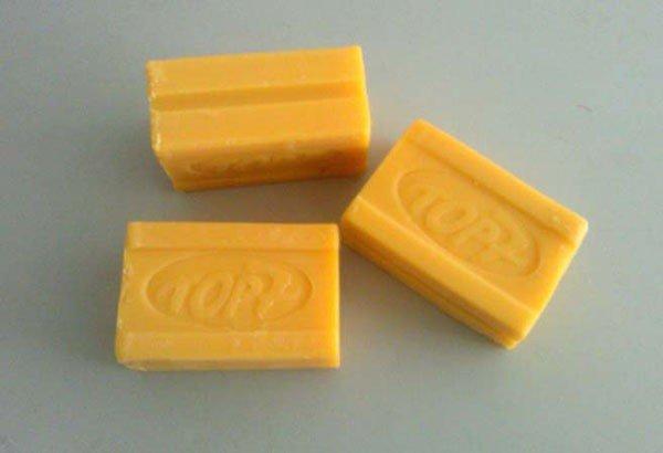 Для стирки также подойдет хозяйственное мыло