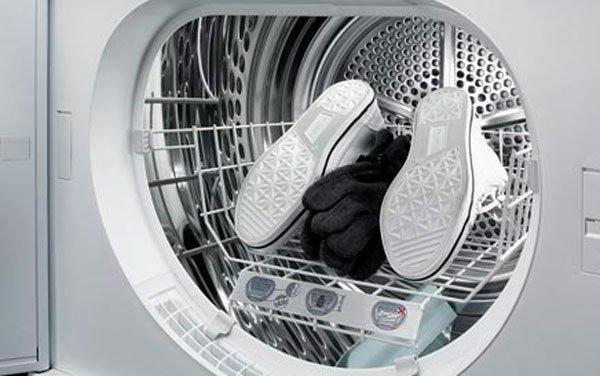 Просушить обувь можно и в сушильной машине