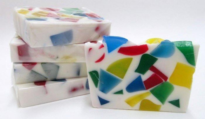 Мыло из разноцветных кусочков