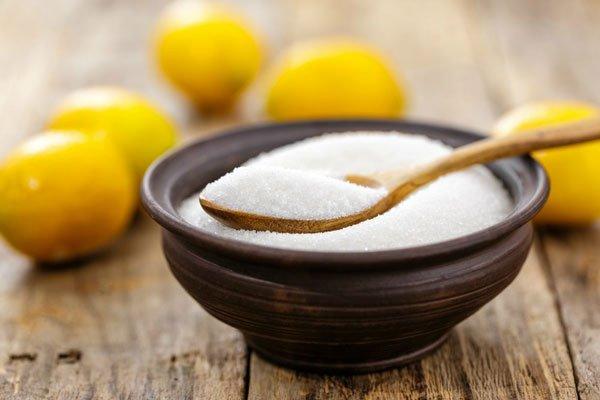 С помощью лимонной кислоты можно избавиться от застарелых пятен
