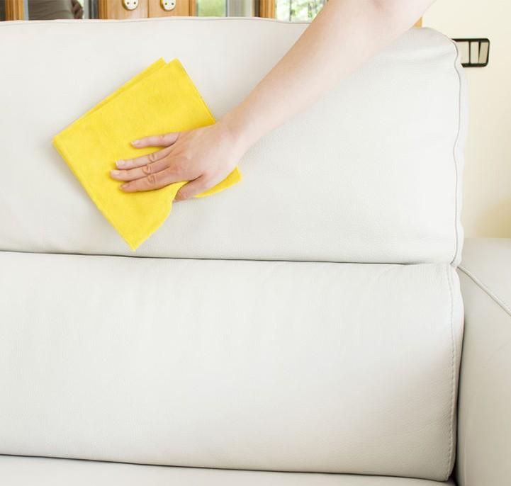 чистка белого кожаного дивана тряпкой